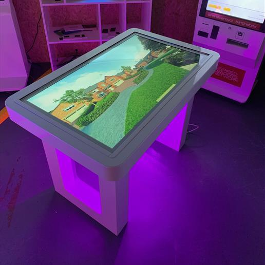 event hire, screen hire , digital signage hire, touch screen, touch table