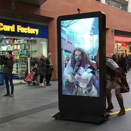 "outdoor screen hire, 84"" screen hire, freestanding screen, totem digital sign, digital advertising"